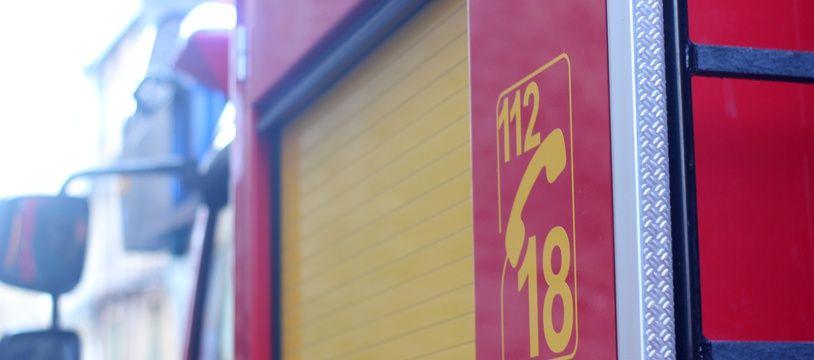 Illustration d'un camion de pompiers, ici en Bretagne.