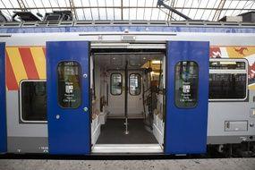 Un TER de la région Paca, en gare de Nice