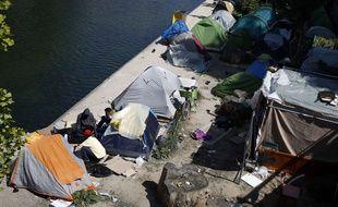 Des tentes de migrants le long du canal Saint-martin, à Paris, le 18 Mai 2018.