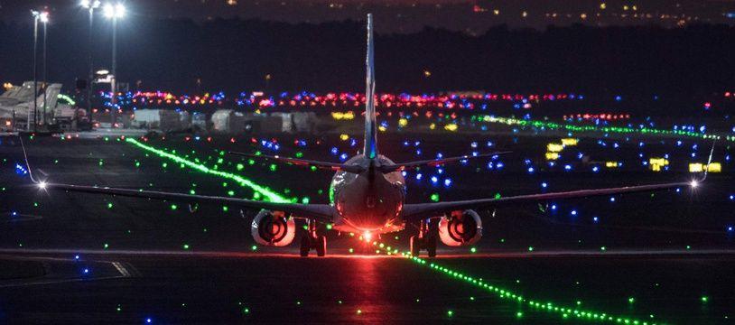 (Illustration) Un avion sur la piste d'atterrissage de l'aéroport de Francfort.