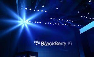 Le fonds d'investissement américain Cerberus a manifesté son intérêt pour un éventuel rachat du fabricant canadien de smartphones en difficultés BlackBerry, a-t-on appris mercredi de source proche du dossier.