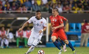 L'attaquant colombien Roger Martinez (en blanc), ici lors de la demi-finale de la dernière Copa America contre le Chili.