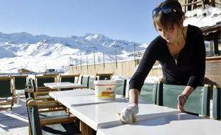 Les stations de ski et les restaurants proposent de nombreux emplois temporaires.