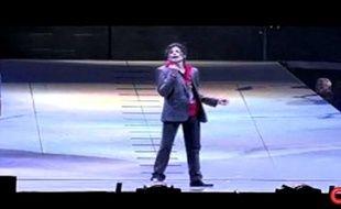 Capture d'écran de la vidéo de CNN montrant la dernière répétition de Michael Jackson avant sa mort.