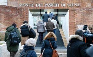 L'assemblée des actionnaires de la plus vieille banque du monde Banca Monte dei Paschi di Siena (BMPS) a été reportée à samedi mais elle risque de se transformer en bras de fer entre l'actionnaire principal et la direction.