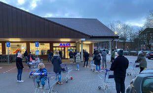 Depuis samedi, les Allemands se sont rués dans les supermarché acheter des auto-tests antigénique.