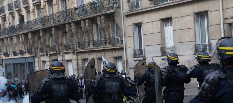 Une charge de CRS le 1er mai 2019 à Paris (image d'illustration)
