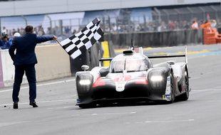 Le Japonais Kazuki Nakajima (Toyota), vainqueur de la 87e édition des 24 Heures du Mans, le 16 juin 2019.