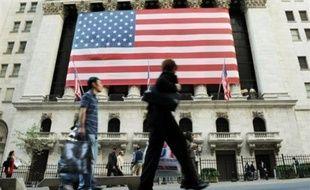 Wall Street a débuté la séance en hausse jeudi, le marché réagissant positivement à des chiffres sur l'emploi américain et à la décision de la Banque centrale européenne (BCE) de laisser son taux directeur inchangé: le Dow Jones avançait de 0,27% et le Nasdaq de 0,01%.