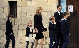 Blonde et souriante, l'infante Cristina, la fille cadette du roi d'Espagne Juan Carlos, se retrouve en première ligne de la tourmente judiciaire qui menace son époux, Iñaki Urdangarin, et risque de ternir son image de princesse moderne.
