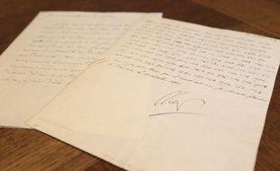 """""""Je fais sauter le Kremlin le 22 à trois heures du matin"""": une exceptionnelle lettre codée de Napoléon, signée de sa main et datée du 20 octobre 1812, sera mise aux enchères le 2 décembre par la maison Osenat à Fontainebleau, près de Paris."""