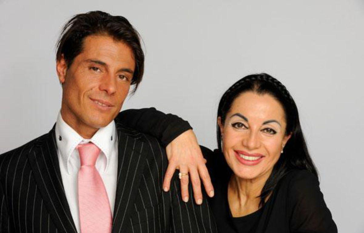 Marie-France et son fils Giuseppe, candidat de l'émission diffusée sur TF1, «Qui veut épouser mon fils?». – C. CHEVALIN / TF1