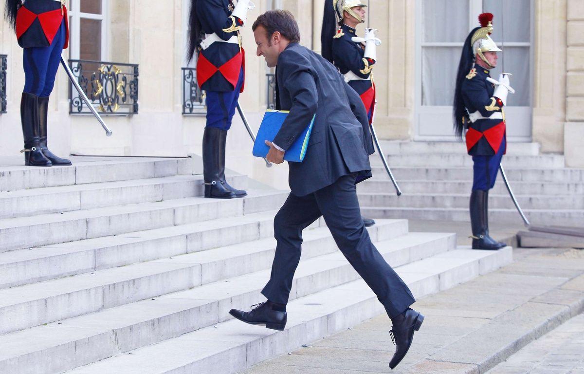 Emmanuel Macron monte les marches de l'Elysée le 1er septembre 2014. – Jacques Brinon/AP/SIPA