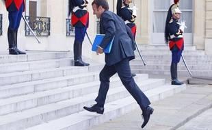 Emmanuel Macron monte les marches de l'Elysée le 1er septembre 2014.