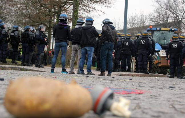 Des patates ont été lancées par des agriculteurs à Rennes. Les forces de l'ordre ont répliqué avec des gaz lacrymogènes.