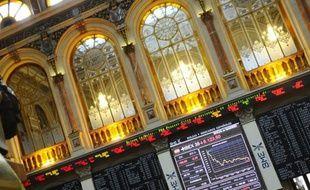 Les Bourses européennes ont ouvert en baisse mercredi, la prudence dominant sur les marchés après la dégradation par Standard & Poor's des notes de grandes banques américaines et entre deux réunions de responsables européens.