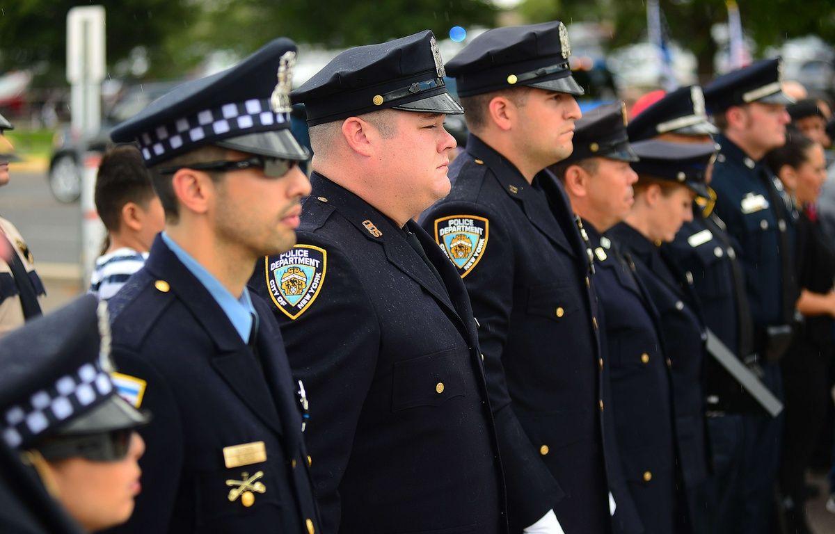 Les policiers américains se filment pour valoriser leurs bonnes actions – Adolphe Pierre-Louis/AP/SIPA