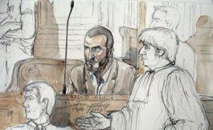 Le procès de Rachid Ramda, un islamiste algérien de 38 ans accusé de complicité dans trois des attentats de 1995 à Paris, dont celui très meurtrier de la station de métro Saint-Michel, s'est ouvert lundi matin devant la cour d'assises spéciale de la capitale.