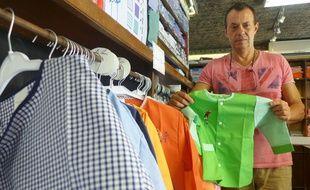 Chez Le Roi du tablier, le Niçois Pierre Testory vend entre 3.000 et 4.000 blouses par rentrée scolaire.