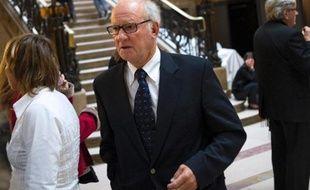 """Pierre Pallardy, l'ex-ostéopathe du """"Tout-Paris"""" qui comparait pour viols et agressions sexuelles, a fait face mardi aux dernières plaignantes, dont la mère d'une jeune anorexique qui s'est suicidée depuis."""