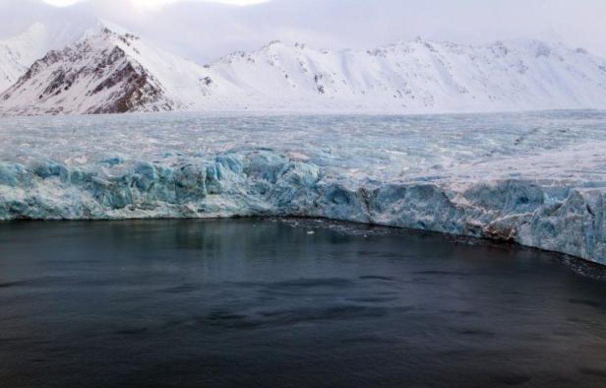 Des scientifiques travaillant avec Greenpeace vont effectuer la première modélisation en trois dimensions de la calotte glaciaire arctique au cours d'une expédition qui doit partir vendredi depuis l'archipel norvégien du Svalbard, a annoncé l'ONG. – Berit Roald afp.com