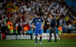Messi dépité après sa défaite en finale face à l'Allemagne, le 13 juillet 2014