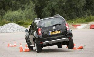 Capture d'écran d'une Dacia Duster en plein effort