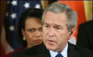 """George W. Bush s'est engagé mercredi à contrer tout soutien venu d'Iran et de Syrie aux insurgés irakiens et a annoncé le déploiement dans la région de missiles anti-missiles pour défendre """"les alliés"""" de Washington et soutenir la stabilité de tout le Moyen-Orient."""