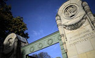 Portail du cimetière du Père-Lachaise. (Illustration)