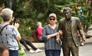 La statue de Claude Nougaro, installée au square de Gaulle, est très appréciée des visiteurs.