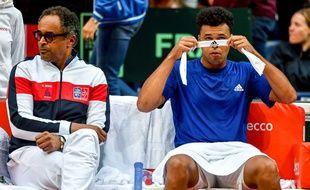 Yannick Noah et Jo-Wilfried Tsonga lors de la demi-finale de coupe Davis France-Serbie