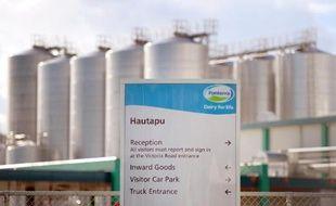 Fonterra, première coopérative laitière de Nouvelle-Zélande, a annoncé mardi le rappel de 9.000 bouteilles de crème fraîche contaminée à la bactérie E. coli, quelques jours après la rupture par Danone de leur contrat pour une fausse alerte au botulisme.