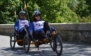 Murielle et Charles défient les préjugés en reliant Annecy à Nice en vélo.