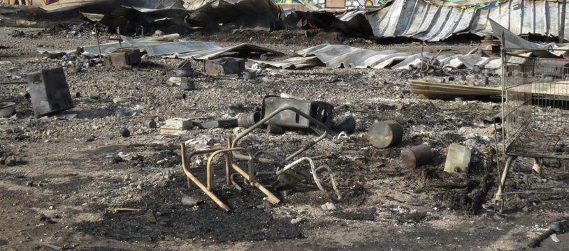 Le camp de La Linière, le lendemain de l'incendie, en avril 2017