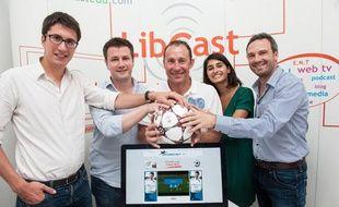 Jean-Pierre Papin avec l'équipe du site leplubeaubut.com