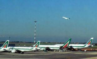 Air France-KLM a démenti lundi des informations de presse indiquant que la compagnie aérienne avait exigé la suppression de 5.000 emplois chez Alitalia, dont elle est le principal actionnaire, pour participer à sa recapitalisation.