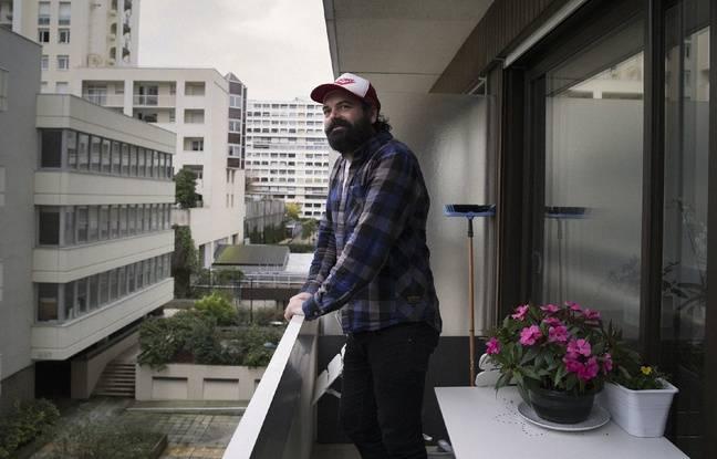 L'artiste rennais Vincent Malassis, ici lors de son passage sur un balcon du quartier Colombier.
