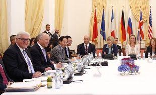 La table des négociations sur le nucléaire iranien à Vienne le 9 juillet 2015.