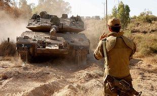 Des soldats israéliens manoeuvrent à proximité de la bande de Gaza, le 19 mai 2021.