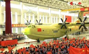 La Corporation chinoise de l'industrie de l'aviation (CCIA) a dévoilé le 23 juillet 2016 le AG60, plus gros hydravion du monde.