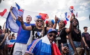 Les Francais fetent la victoire de l'equipe de France face a la Croatie, dans la finale de la Coupe du Monde de Football en Russie. Champs Elysees, Paris, France, le 15 Juillet 2018.