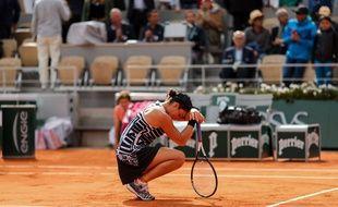 Une image que l'on ne verra pas cette année : Ashleigh Barty lors de sa victoire à Roland-Garros le 8 juin 2019.