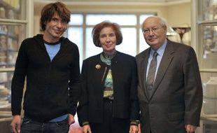 Serge et Beate Klarsfeld et leur fils Arno posent le 10 octobre 2010 à Paris