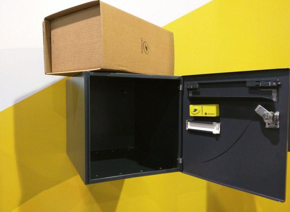 la poste un bouton connect pour envoyer des colis sans sortir de chez soi. Black Bedroom Furniture Sets. Home Design Ideas