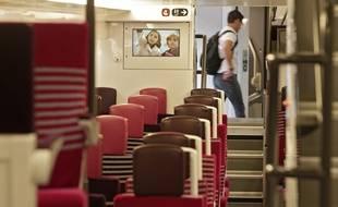 Une rame du nouveau TER Regio 2N présenté lundi en gare de Lille-Flandres.
