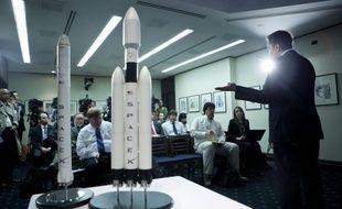 La société américaine SpaceX procédera au premier lancement de sa capsule Dragon vers la Station spatiale internationale (ISS) à partir du 20 mars, a indiqué jeudi un responsable de la Nasa précisant que la date serait arrêtée au cours des deux prochaines semaines.