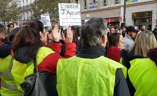 Des «gilets jaunes» et des Marseillais contre le logement insalubre manifestent ensemble sur la Canebière