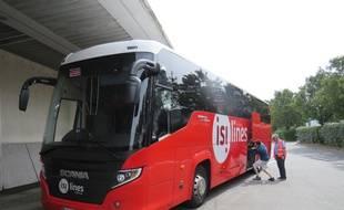 Un bus de la compagnie Isilines sur les quais de la gare routière de Rennes