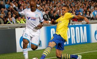 L'attaquant de l'OM André Ayew (en blanc), lors d'un match de Ligue des champions contre Arsenal, le 18 septembre 2013 à Marseille.
