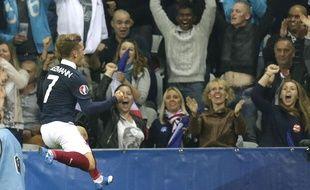 Antoine Griezmann célèbre le but qu'il vient de marquer, à la 35e minute du match France - Arménie (4-0), au stade de Nice, le 7 octobre 2015.